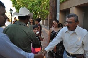 La familia Cordero del rancho Las Padercitas, saludando la lucha Yaqui